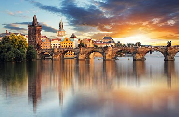 a ponte carlos em praga, república tcheca - praga boémia - fotografias e filmes do acervo