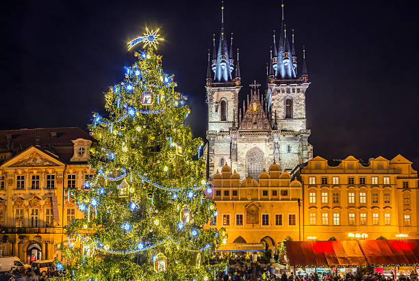 Prague Christmas Market and Christmas Tree Prague Christmas Market and Christmas Tree in front of our Church of Our Lady before Týn tyn church stock pictures, royalty-free photos & images