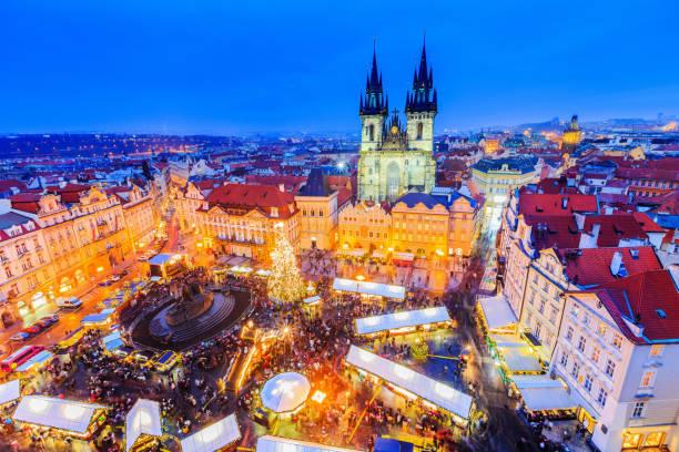 prag, tschechische republic. - christkindlmarkt stock-fotos und bilder