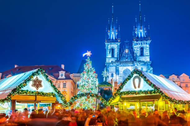 prag, tschechische republik - weihnachtsmarkt - christkindlmarkt stock-fotos und bilder