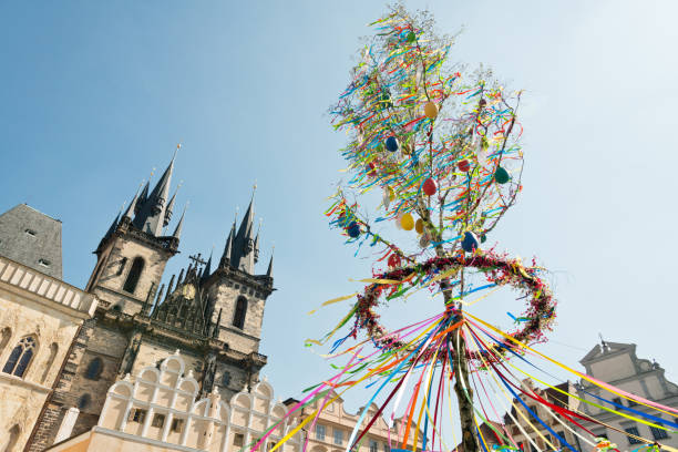 Prague Old Town Square - Easter Decoration in front of the Tyn Church Easter market near Tyn Church in the Old Town Square in the historic center of Prague, Czech Republic tyn church stock pictures, royalty-free photos & images