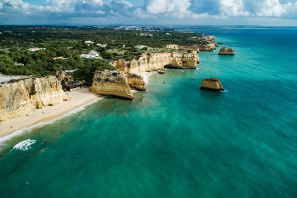 Praia da Marinha Lagoa Algarve Portugal gilt als einer der schönsten Strände der Welt – Foto
