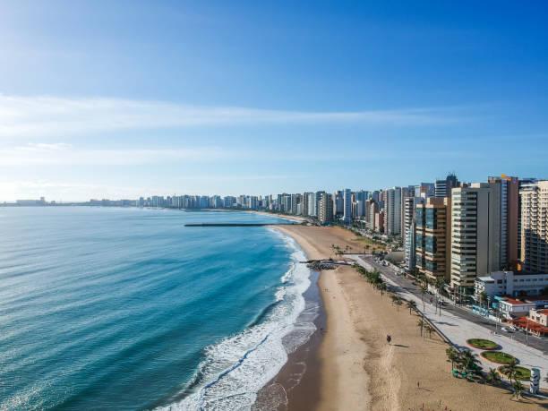 praia de iracema strand von oben, fortaleza, bundesstaat ceara, brasilien. - brasilien stock-fotos und bilder