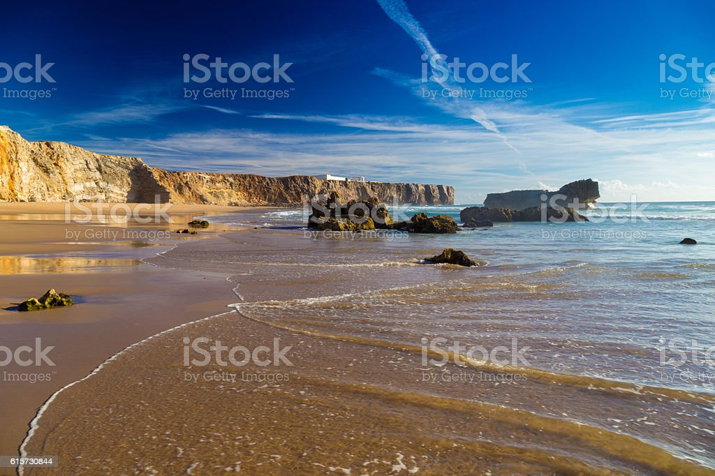 Praia Do Tonel, small isolated beach in Alentejo, Sagres, Portugal - foto de acervo