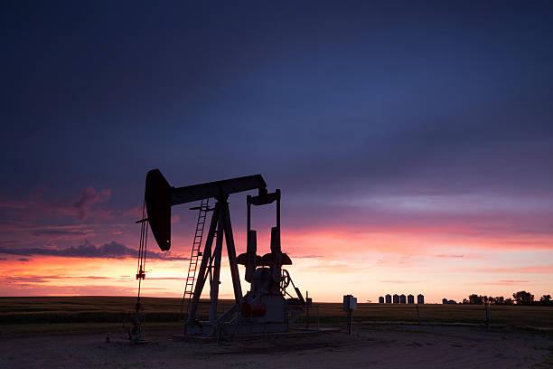 prairie oil saskatchewan - opec stock-fotos und bilder