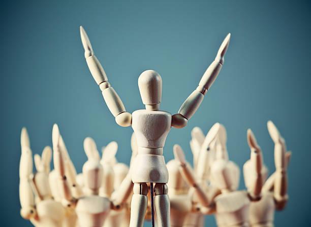 ¡Loado sea el Señor! Marioneta entusiasta preacher cables multitud de fiel - foto de stock