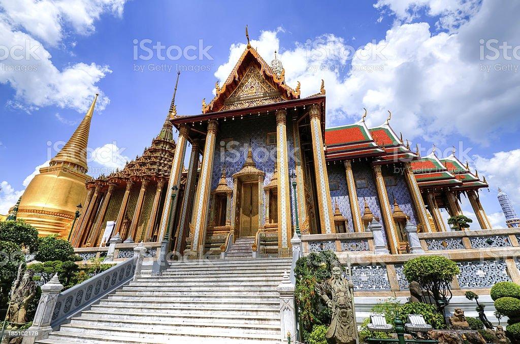 Prasat Phra Thep Bidon in Grand Palace foto