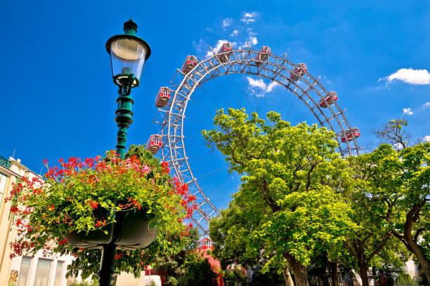prater riesenrad gianf ferris wheel in vienna view, park in capital of austria - luna park foto e immagini stock