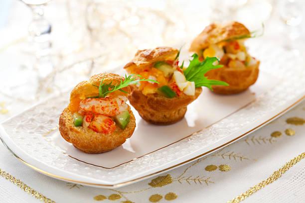 prawn salad in mini-brioche for holiday - krab gerecht stockfoto's en -beelden