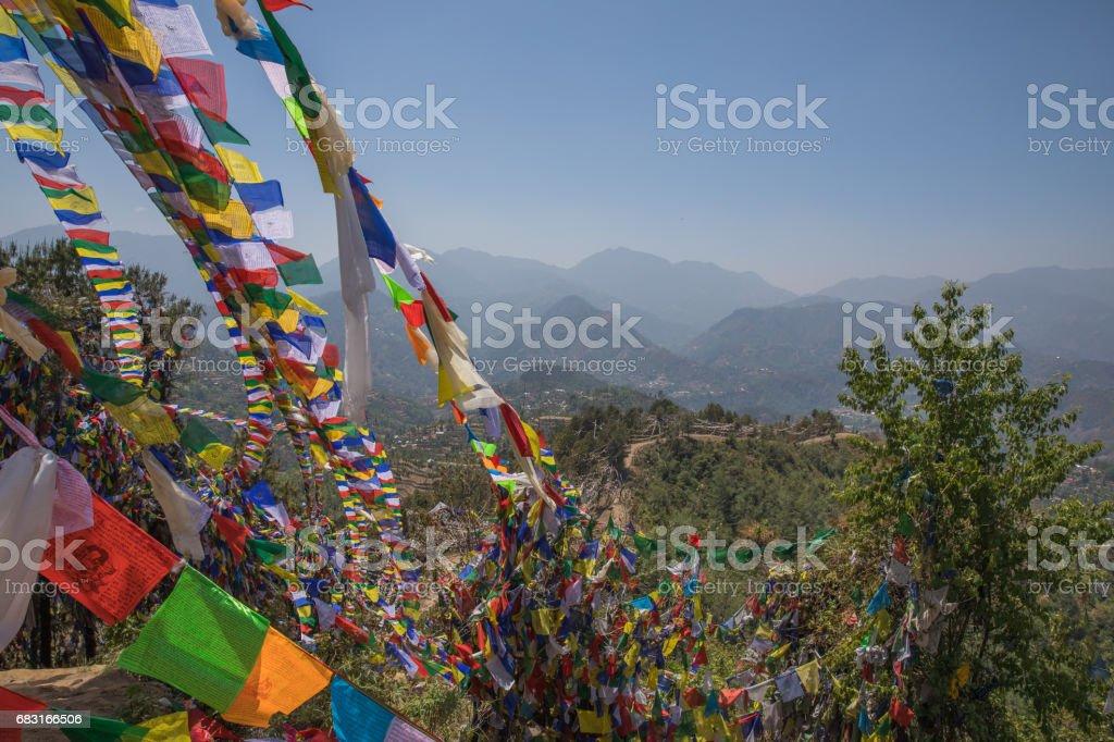 禱告旗山 Namobuddha 寺附近。 免版稅 stock photo