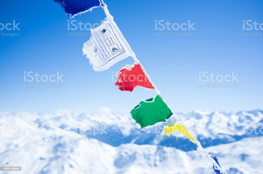 Prayer flags in the mountains zbiór zdjęć royalty-free