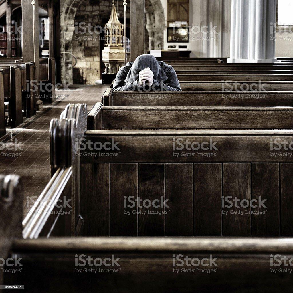 Louva, sozinho em uma igreja, Reino Unido - foto de acervo