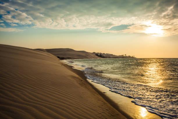 pôr-do-sol nas dunas de paracuru - ceará - nordeste - fotografias e filmes do acervo