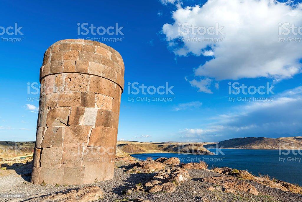 プレインカ Funerary タワーでシルスタニ - アイマラ文化のロイヤリティフリーストックフォト