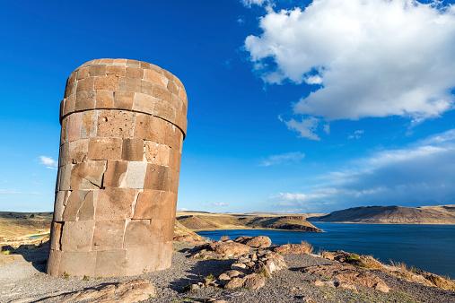 プレインカ Funerary タワーでシルスタニ - アイマラ文化のストックフォトや画像を多数ご用意