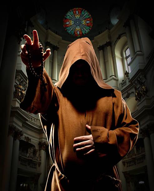 monje predicando en la iglesia - hermano fotografías e imágenes de stock