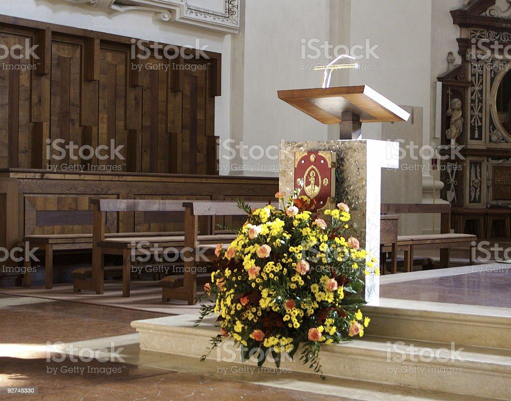 Demagogie Kanzel in europäische Kirche Lizenzfreies stock-foto