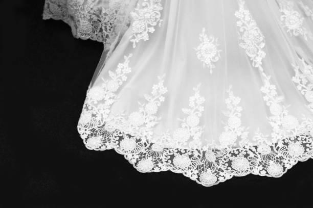 kostbares brautkleid - hochzeitskleid in schwarz stock-fotos und bilder