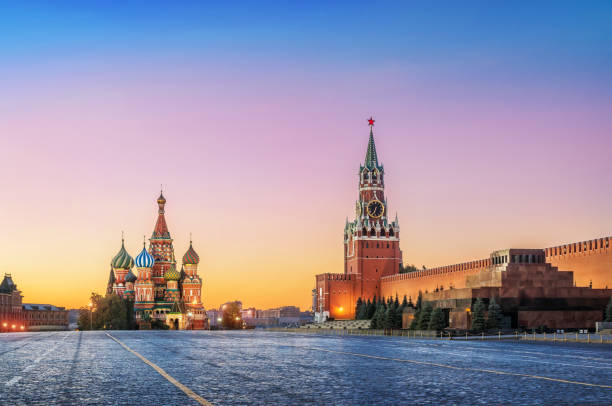 Pre-dawn Red Square in Moscow Pre-dawn Red Square in Moscow. St. Basil's Cathedral and Spasskaya Tower under a pink sky. moscow russia stock pictures, royalty-free photos & images