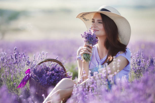 pregnant woman in lavender field on summer day - profumi foto e immagini stock