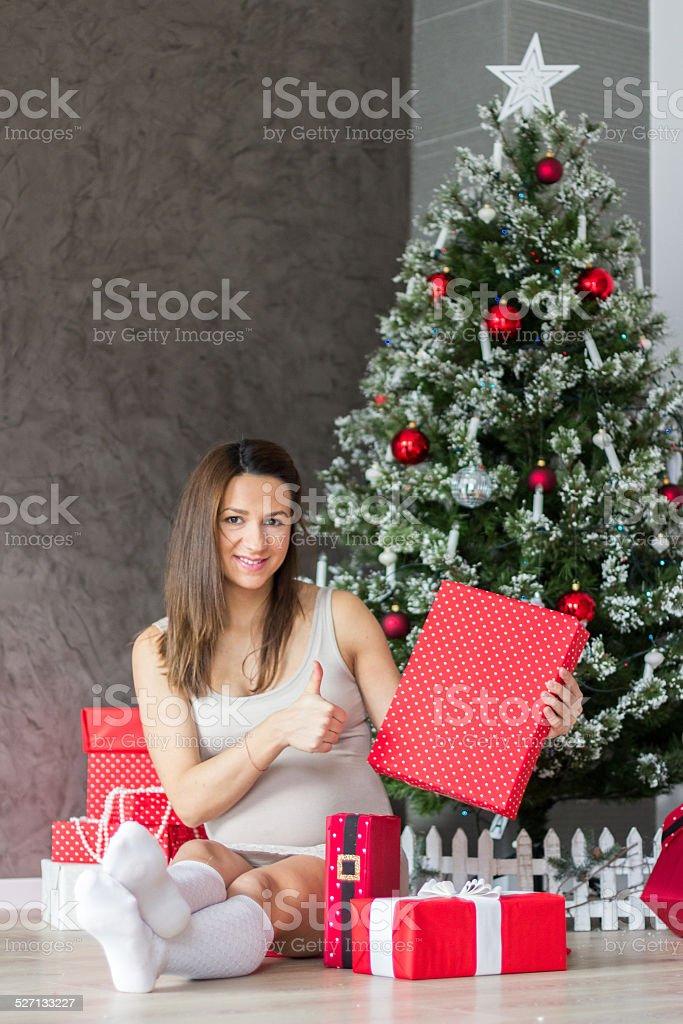 Geschenke Weihnachten Frau.Schwangere Frau überrascht Mit Geschenke Für Weihnachten Stockfoto