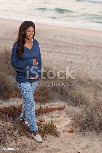 istock Pregnant woman traveling outdoors. 584886708