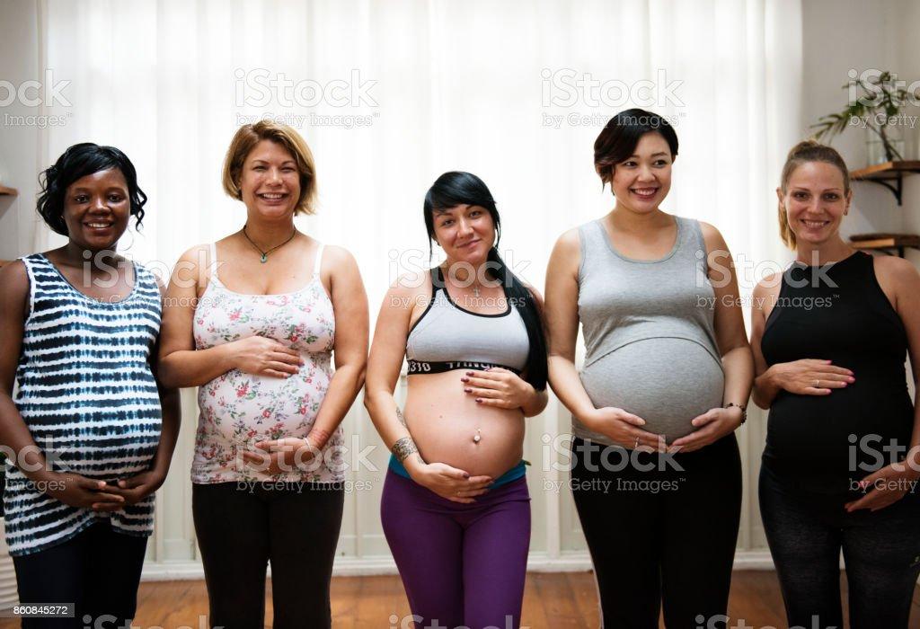 Schwangere Frauen in einer Klasse – Foto