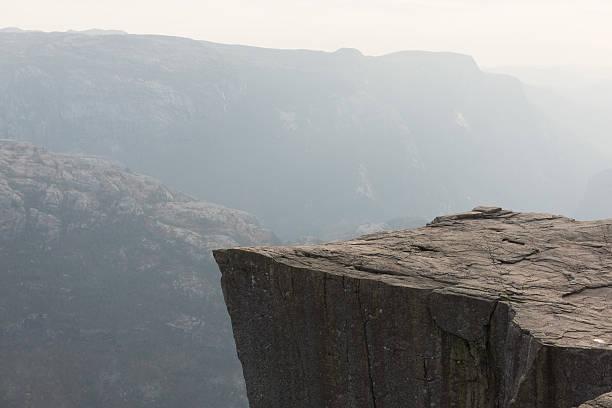 preikestolen-ambona skałą w norwegii - klif zdjęcia i obrazy z banku zdjęć