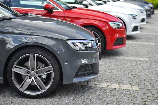 Cтоковое фото Audi автомобили в ряд