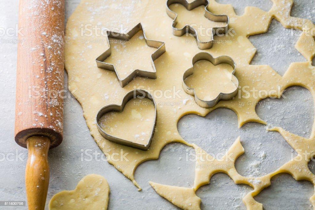 Preparação para assar os biscoitos deliciosos leitosos - foto de acervo