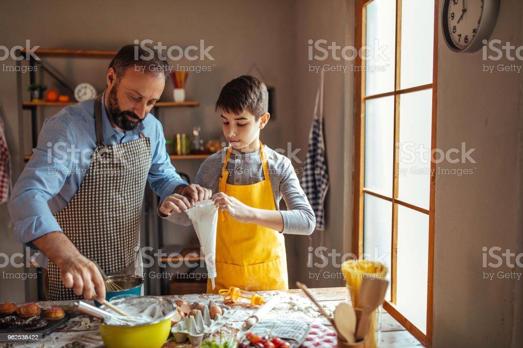 Preparação para decorar cookies - Foto de stock de Adulto royalty-free