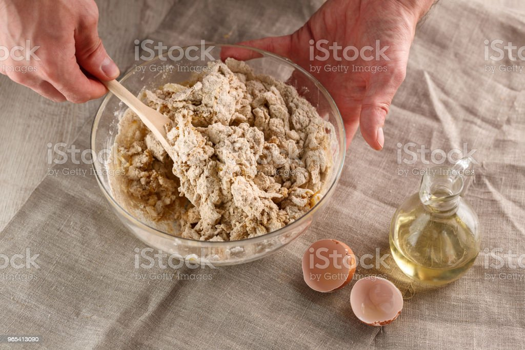 Vorbereitung der Teig für Fladenbrot. Teig kneten für flache Pfannkuchen - Lizenzfrei Bildhintergrund Stock-Foto
