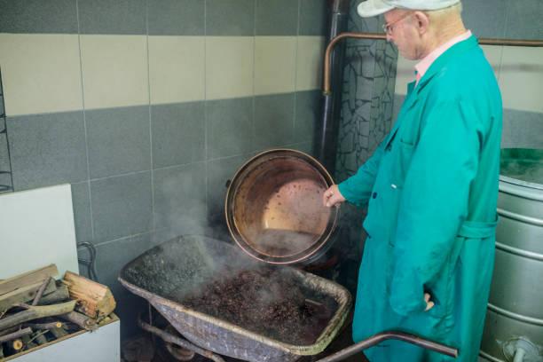 Vorbereitung der hausgemachten Spirituosen – Foto