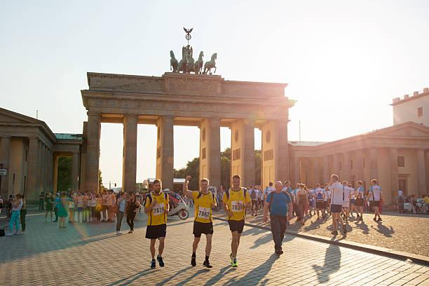 14 の準備をします。firmenlauf ベルリン(企業チャレンジ - グローサーシュテルン広場 ストックフォトと画像