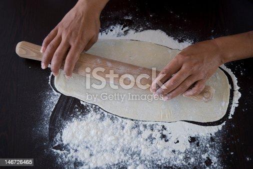 preparation d'une pAte avec un rouleau