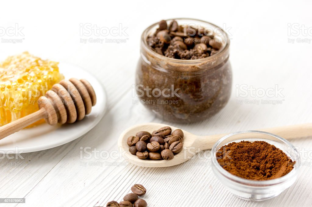 preparation scrub of ground coffee and honey photo libre de droits