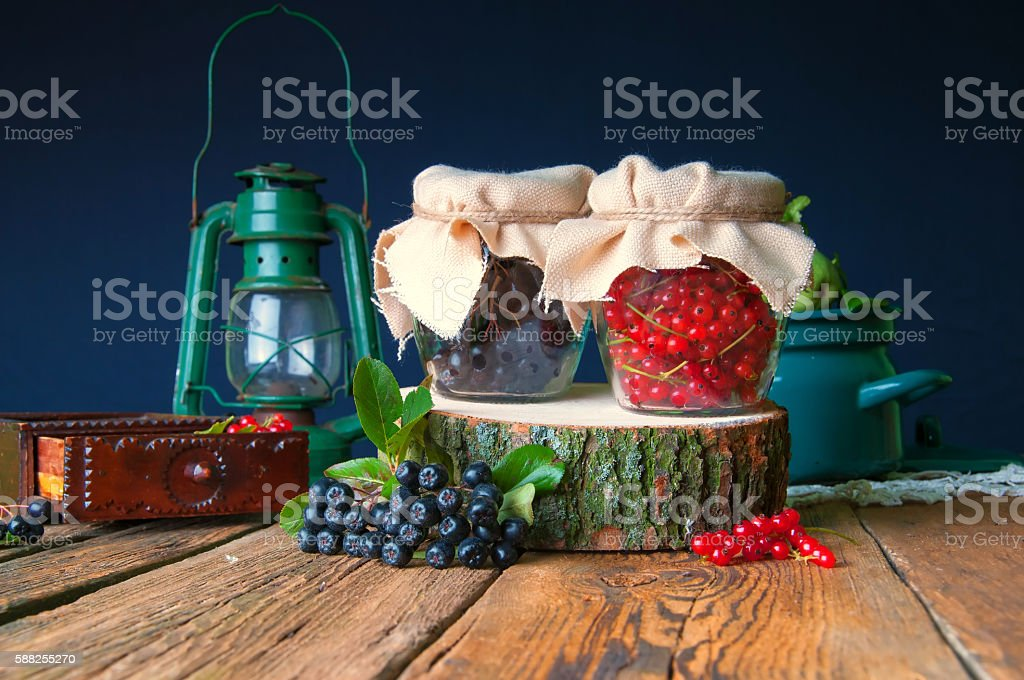 Preparations of chokeberry and red currant in jars – zdjęcie