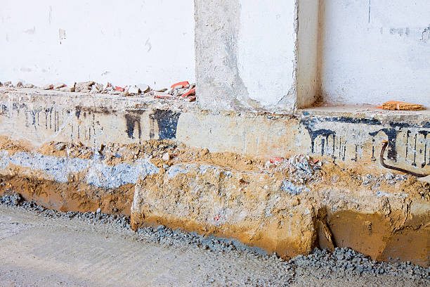 preparatory stage for the construction of a ventilated crawl space - meerlagig epitheel stockfoto's en -beelden