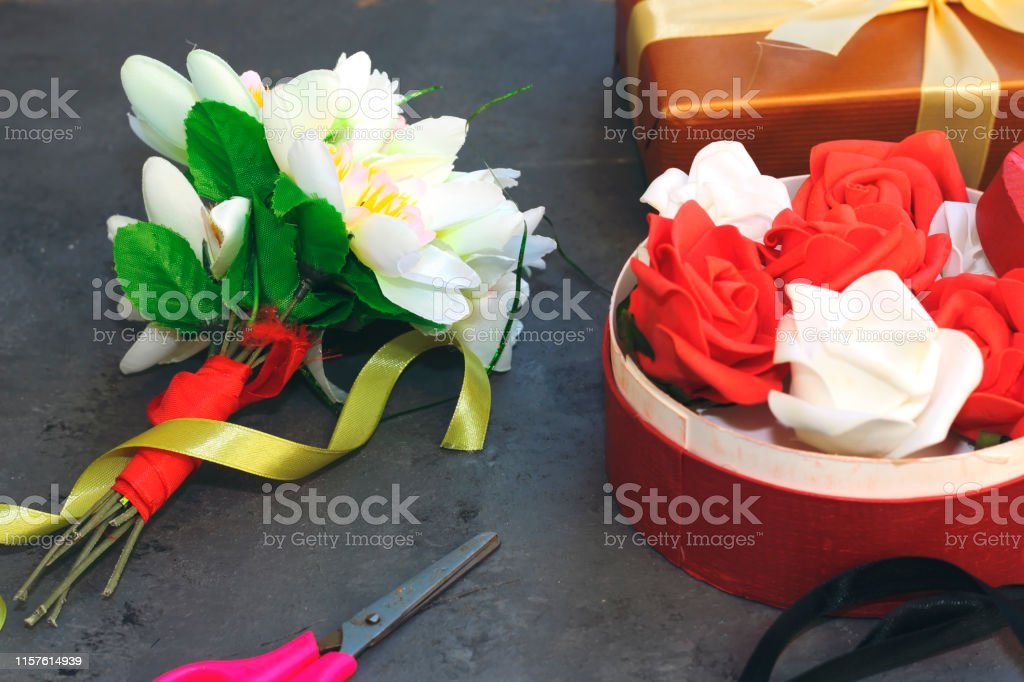 prepare a flowers box for holidays