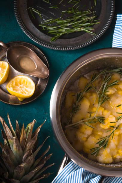 bereiten sie marmelade aus ananas mit rosmarin - ananas marmelade stock-fotos und bilder