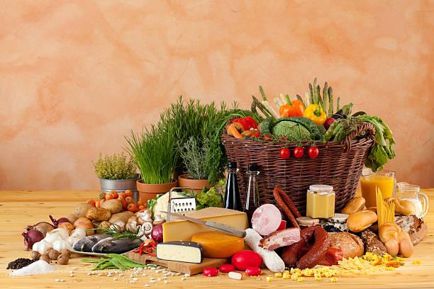 bereit zum kochen - käse wurst salat stock-fotos und bilder