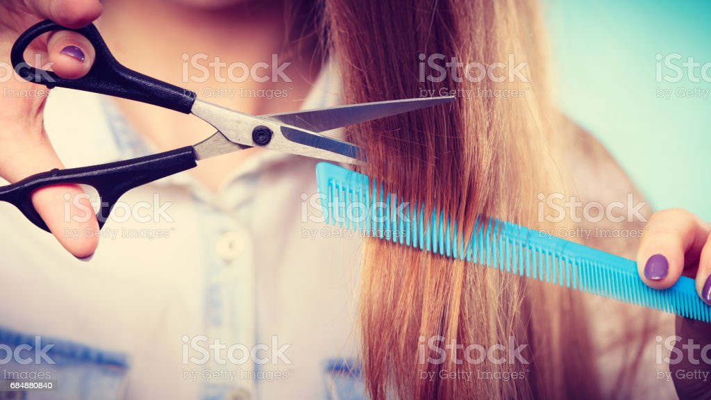 Prepared girl to cut her long straight hair. Lizenzfreies stock-foto
