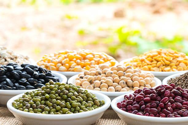 Preparada judía verde y varios colores bean para cocinar - foto de stock