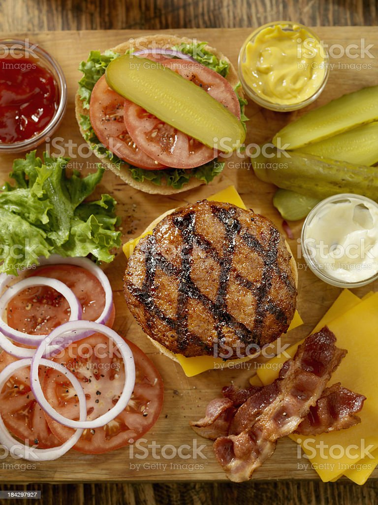Preparing a Hamburger​​​ foto