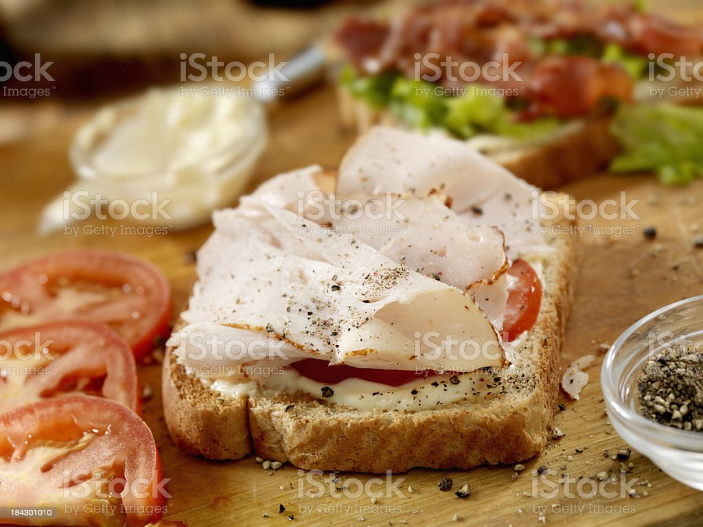 Preparing a Turkey BLT Sandwich​​​ foto