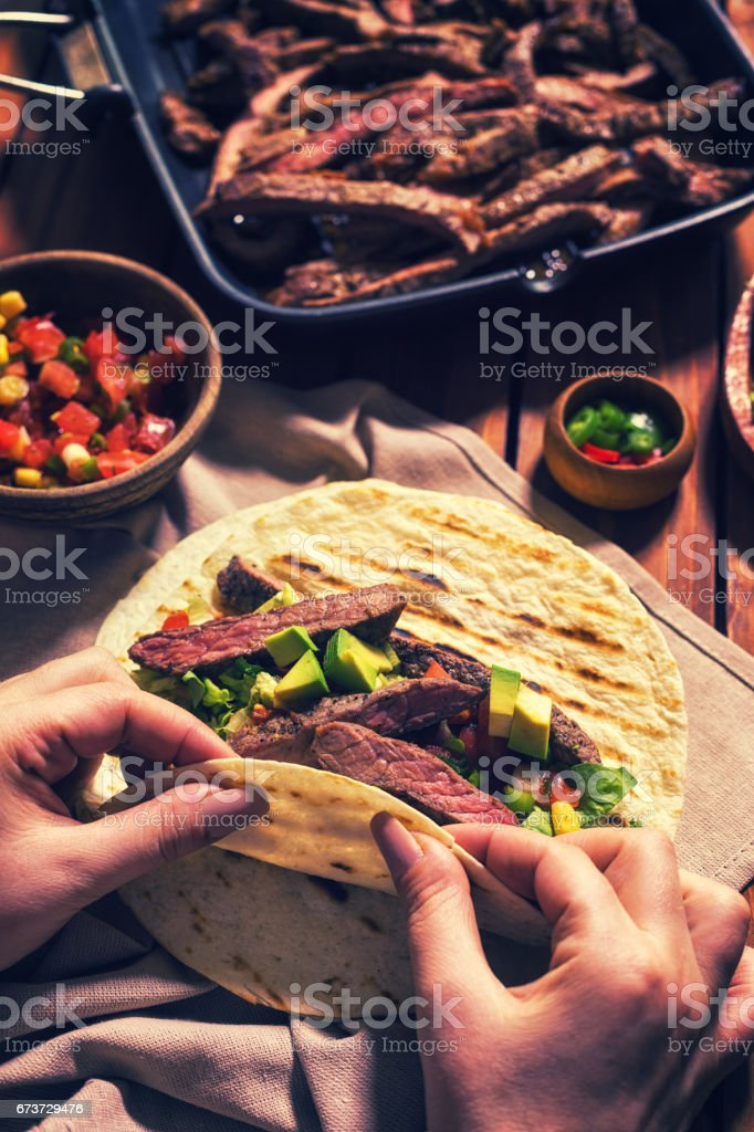 Preparing Beef Meat Tacos photo libre de droits