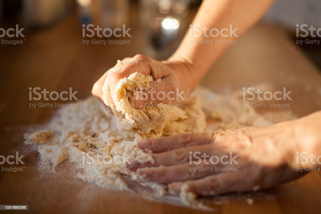 Zubereitung von Käse Knödel – Foto