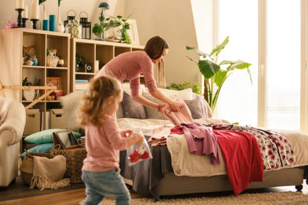 Vorbereitung der Kleidung zum Verpacken – Foto