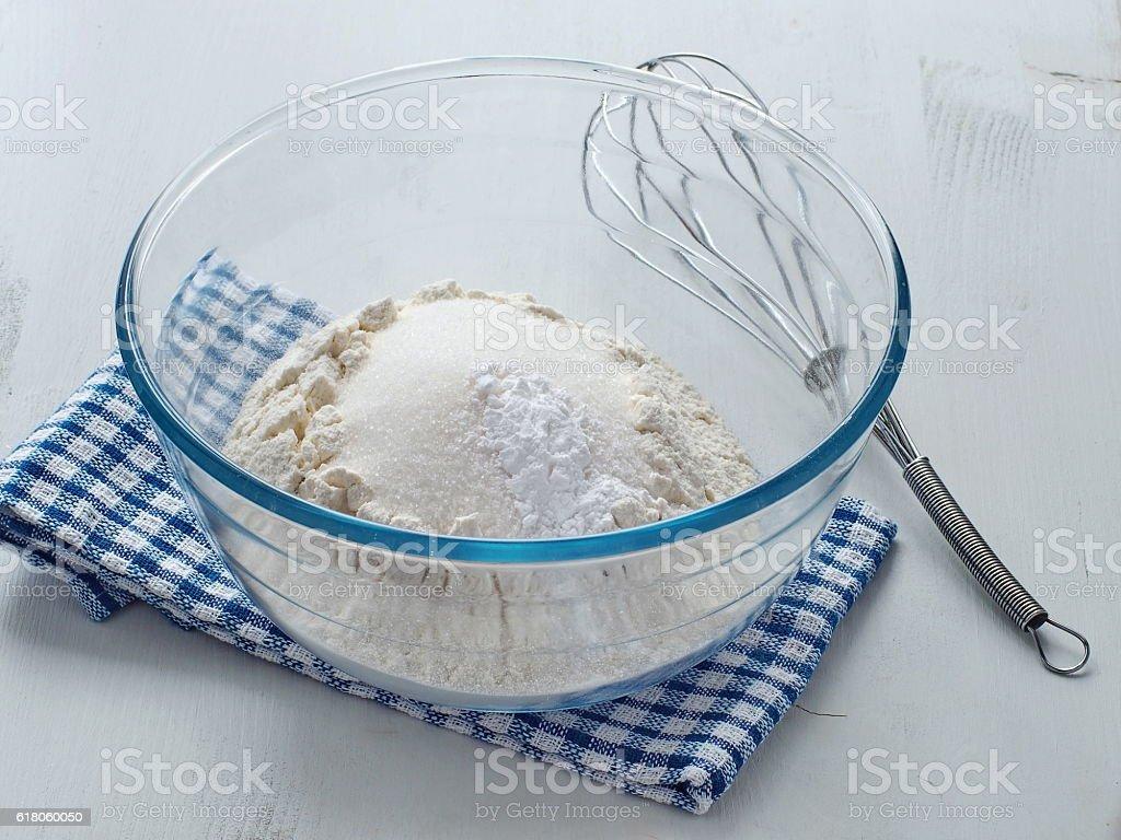 Preparing dough for sponge cake, cupcakes or muffin. – Foto
