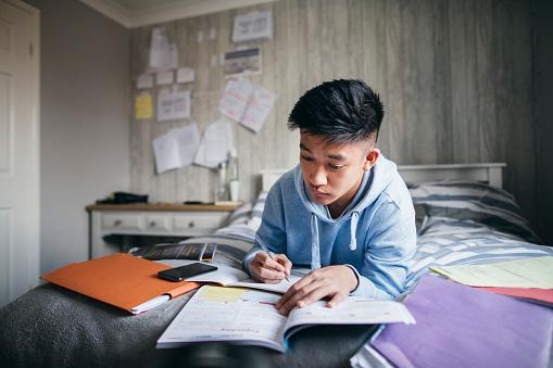 시험 준비 16-17 살에 대한 스톡 사진 및 기타 이미지